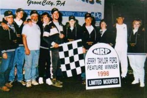Jeremiah Shingledecker's first feature win, with crew and family in victory lane