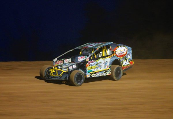 Jeremiah Shingledecker in Modified action at Lernerville Speedway